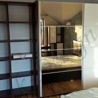 mobila-dormitor-dulap-oglinda-etajere-1