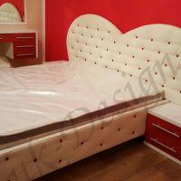 mobila-dormitor-pat-noptiera-oglinda-1